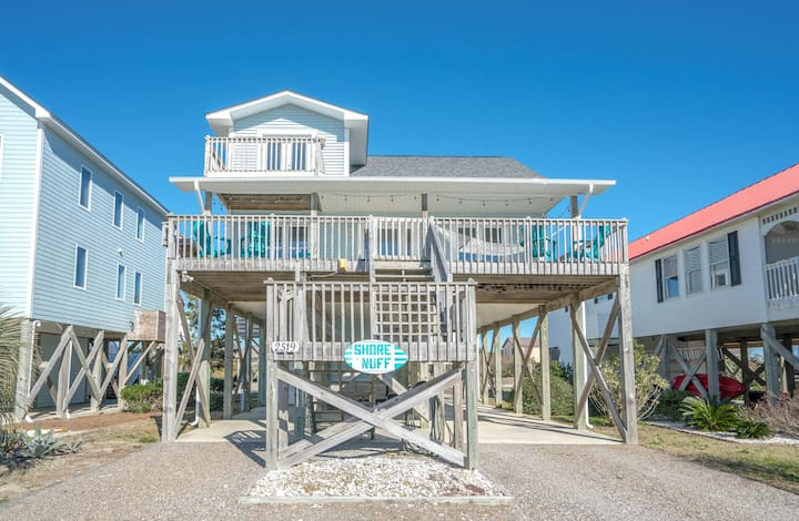 4 BR beach home on 3rd row w/ breathtaking views from every bedroom balcony awaits!