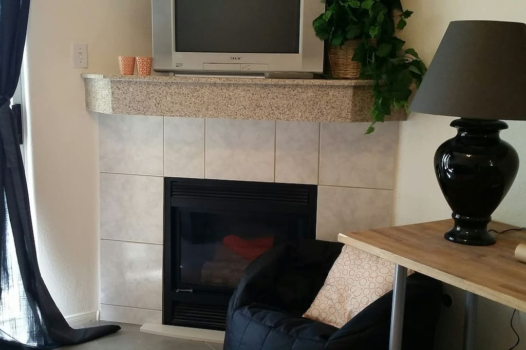 Fireplace, tv with cable and wifi