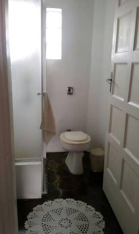 Dormitório para 1 pax com banheiro compartilhado