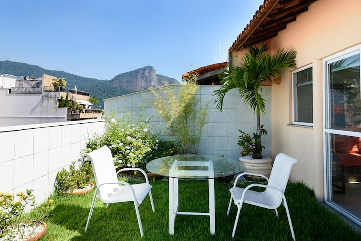 All in Rio- AMAZING TERRACE IN A PRIVATE PLACE