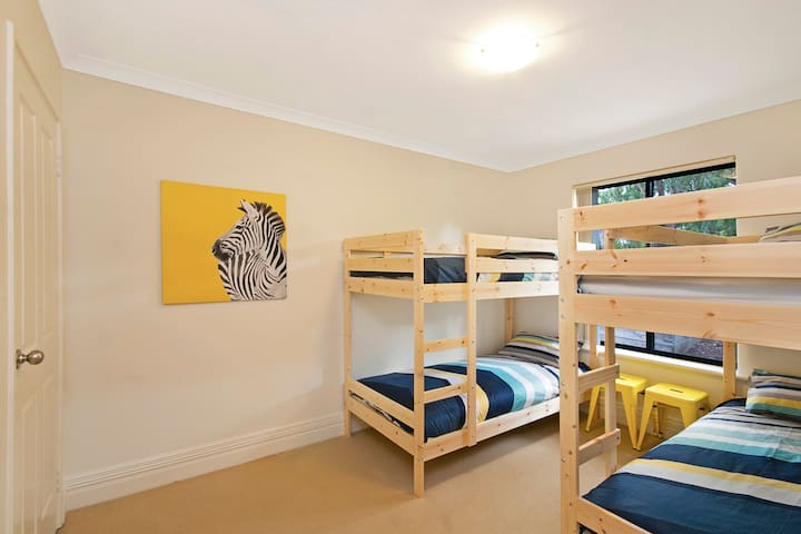 3rd bedroom-Built in wardrobes