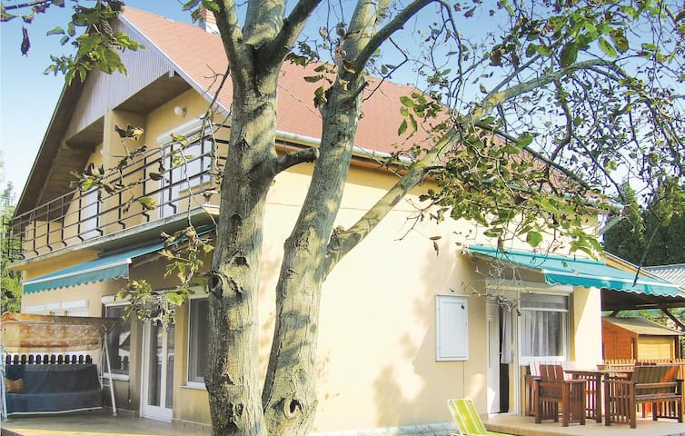 Semi-Detached with 2 bedrooms on 65m² in Balatonfenyves