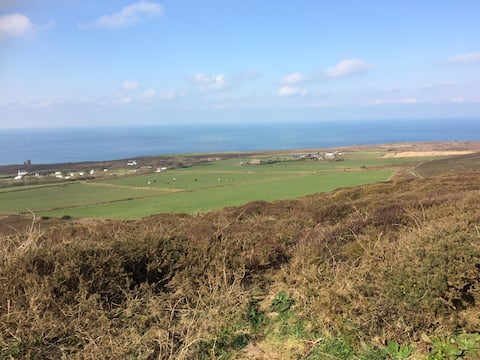 St Agnes village spacious one bed holiday home