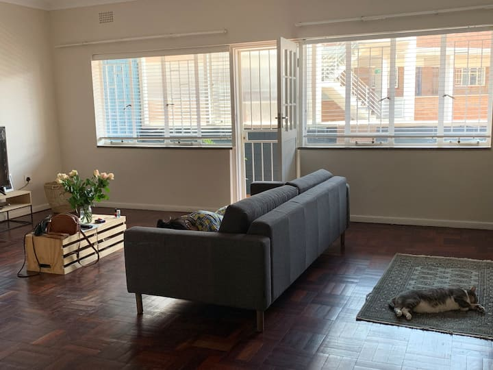 Spacious, tranquil, airy apartment in Illovo hub