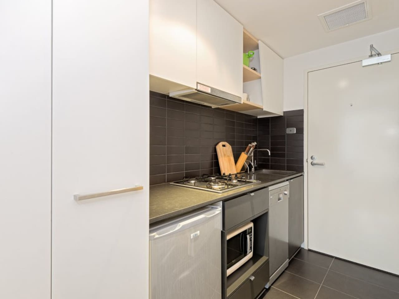 Kitchen with Fridge and Microvwave