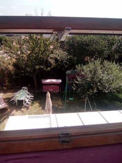 La vue sur le jardin des deux chambres.