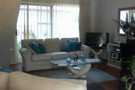 IMMACULATE HOME CLOSE TO STATION !!!! - Beverly Hills - Szeregowiec