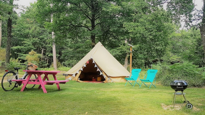 Glamping: bell tent on beautiful 3 star campsite