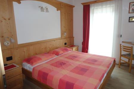 Appartamento-mansarda ristrutturato (Canazei)