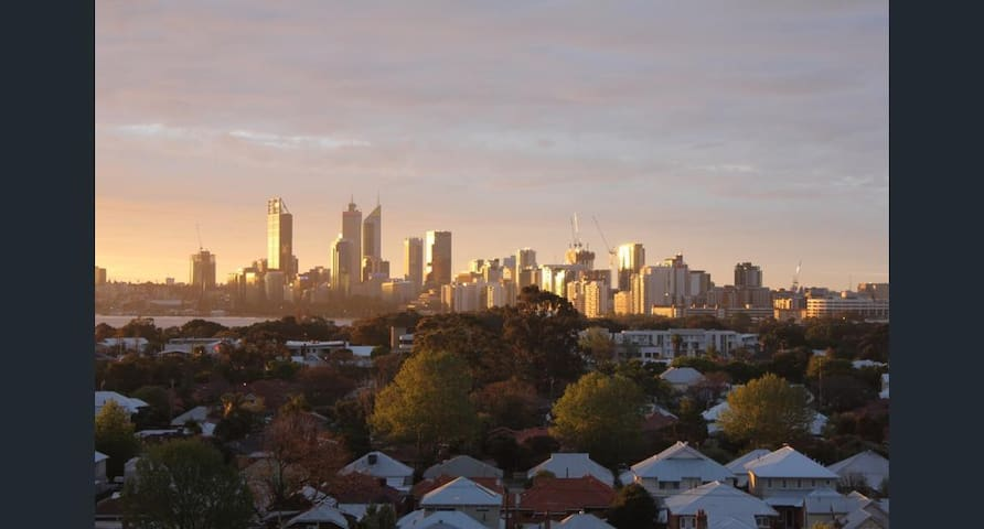 STUNNING CITY VIEWS from King George Court - Victoria Park - Apartamento