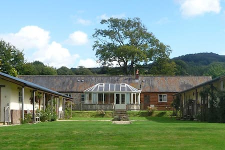 Large peaceful home very near the sea with pool. - Whitchurch Canonicorum