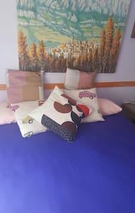 2 habitaciones .camas dobles 4 pax - Vacarisas - Bed & Breakfast