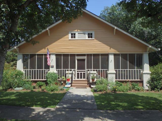 Historic Cottage near Callaway Gardens