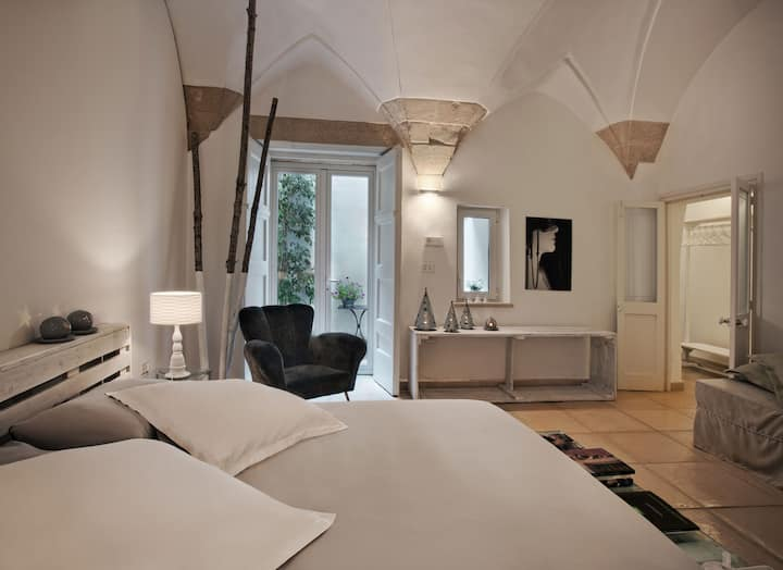 Corte dei Romiti Design Old Town Apartment|SITCase
