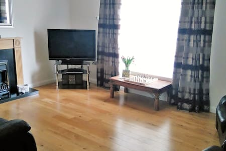 Luxurious Coastal Accommodation - Ballycastle - Huis