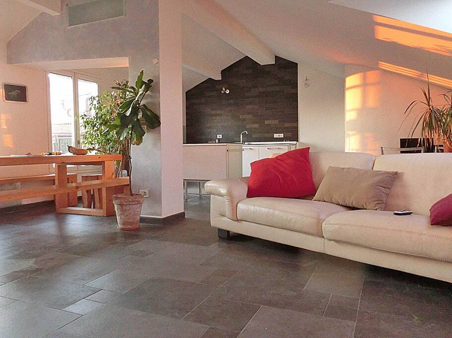 Attico con terrazza panoramica loft in affitto a forl for Casa italia forli