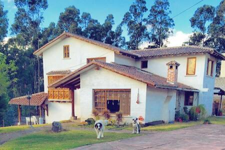 Bellísima casa semi campo aire puro - Quito
