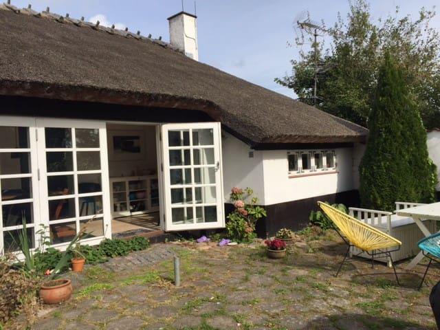 Charming countryside farmhouse - Hillerød - Ev