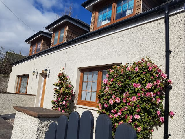 Scone - 4 bed family home in centre of scone