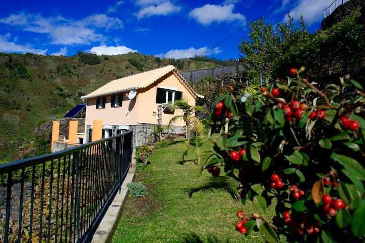 Eco FarmHouse with view to the ocean and mountains - Tabua - Villa