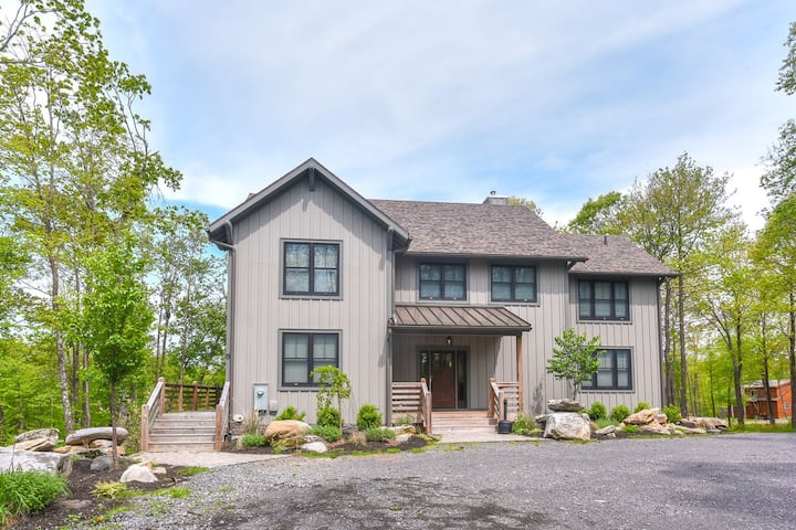 DOGS WELCOME! Lake Access Home w/Dock Slip, All Master Suites, & Hot Tub!