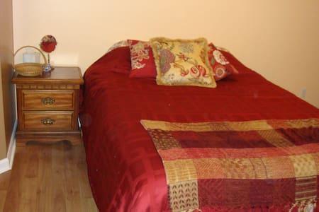 Master Bed & Bath En Suite w/Best Location - Bluffton - Haus