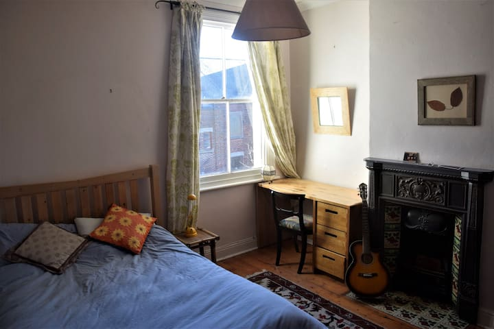 Double room in beautiful spacious house