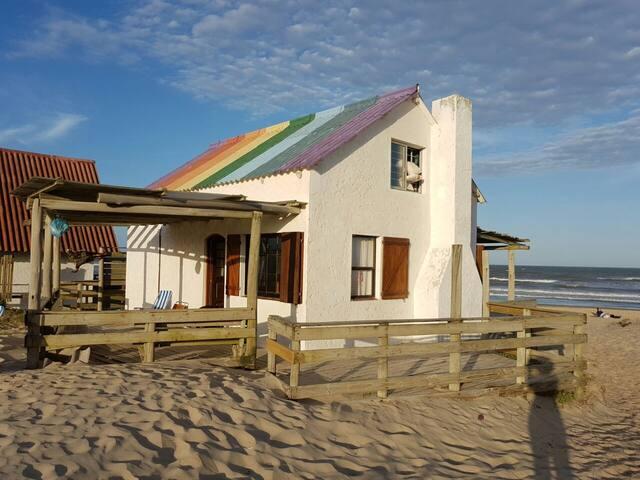 Increíble Casa UNICA Frente al Mar. Exclusiva!!