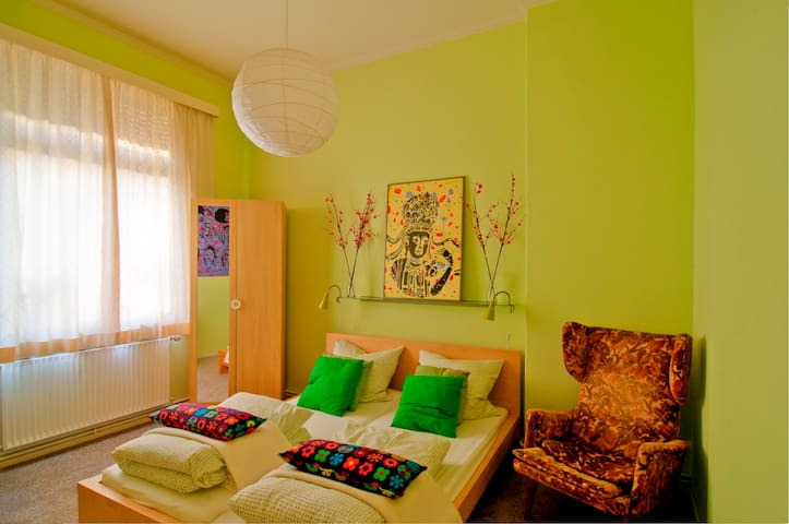Guesthouse room green