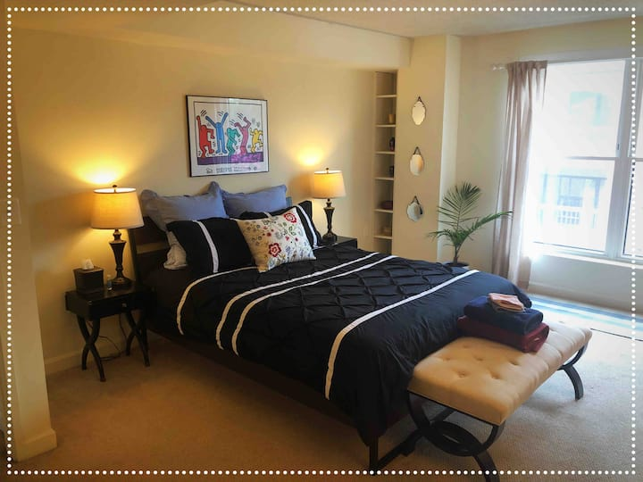Bedroom w/ Private En-suite Bathroom & Kitchenette