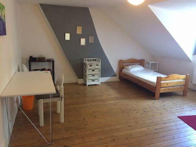 Chambres meublées dans grande maison