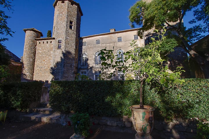 château d'Agel exclusive rental 11 pers