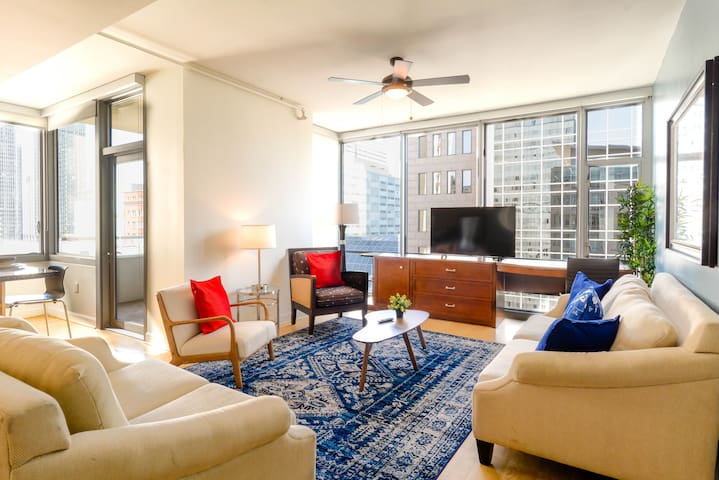 ☆Modern luxury condo in heart of Downtown Dallas☆