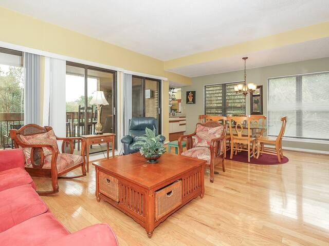Open Living Room with Access to Balcony at 7144 Harbourside II