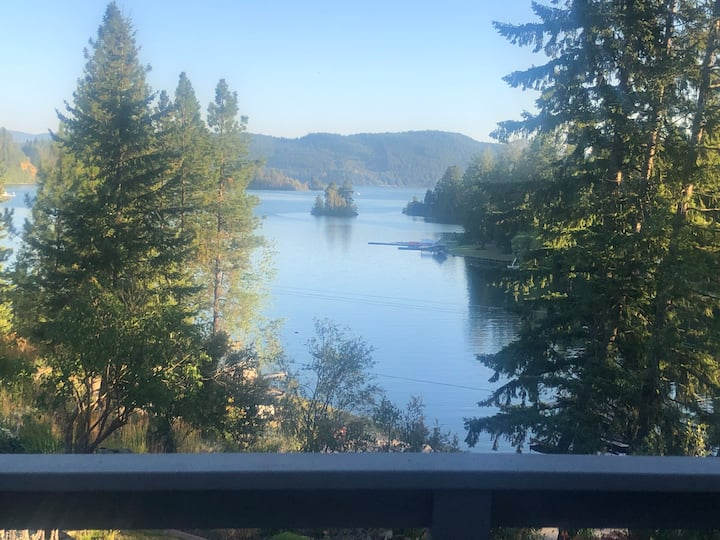 Private Guest House with dock on Lake Pend Oreille