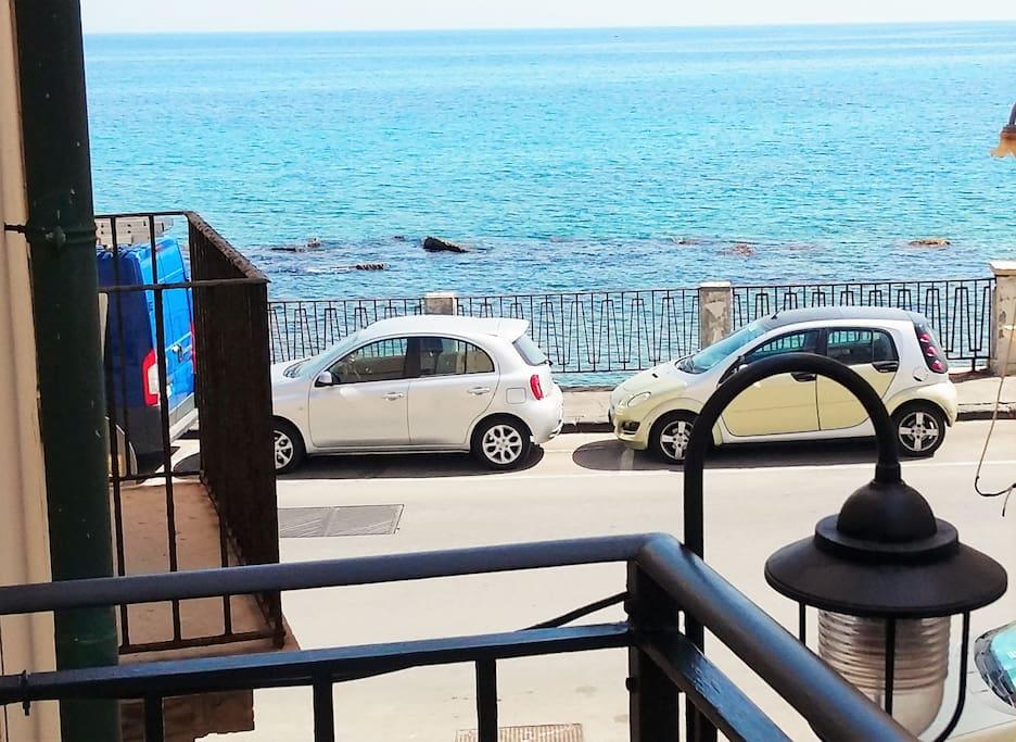 Vista dal balcone. Il mare dentro!