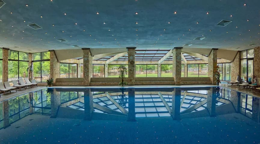Swimming pool with healing mineral waters