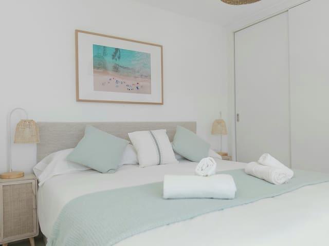 2 x 90cm beds. Viscoeslastic mattress. Built-in wardroves.