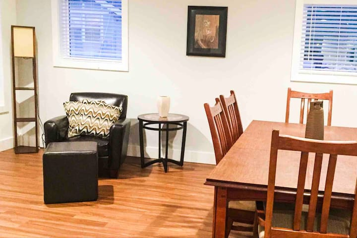 Downtown Elegant, Spacious & One Block from IU