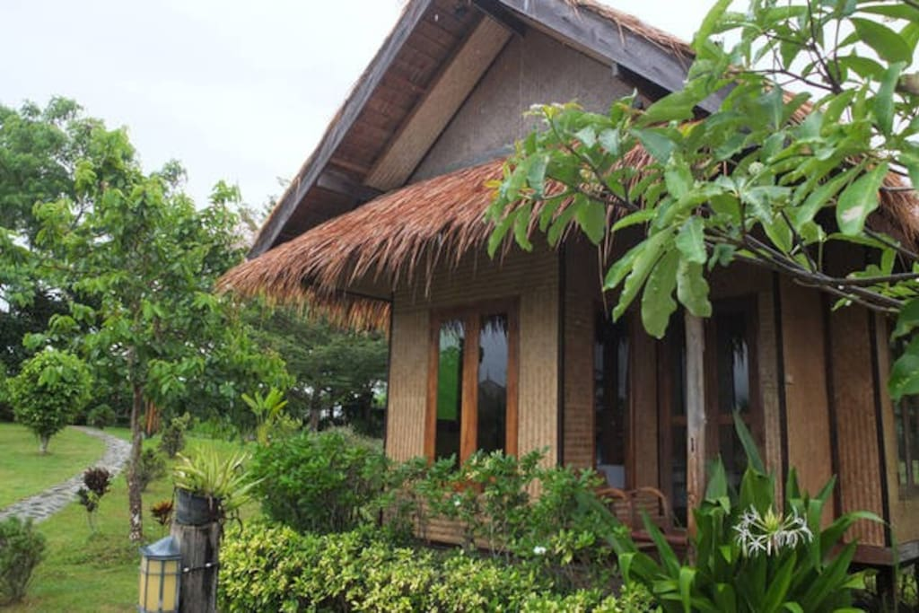 24 sq.m air-con cottage with private bathroom and hot shower.