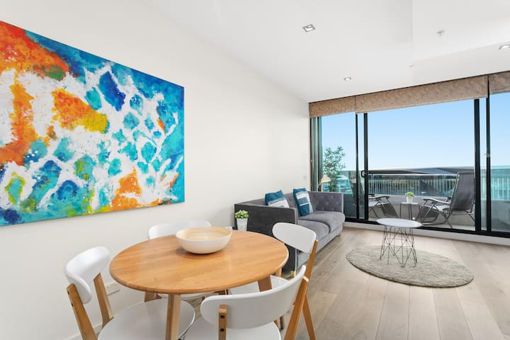 River View 2 Bedroom Apartment Melbourne CBD
