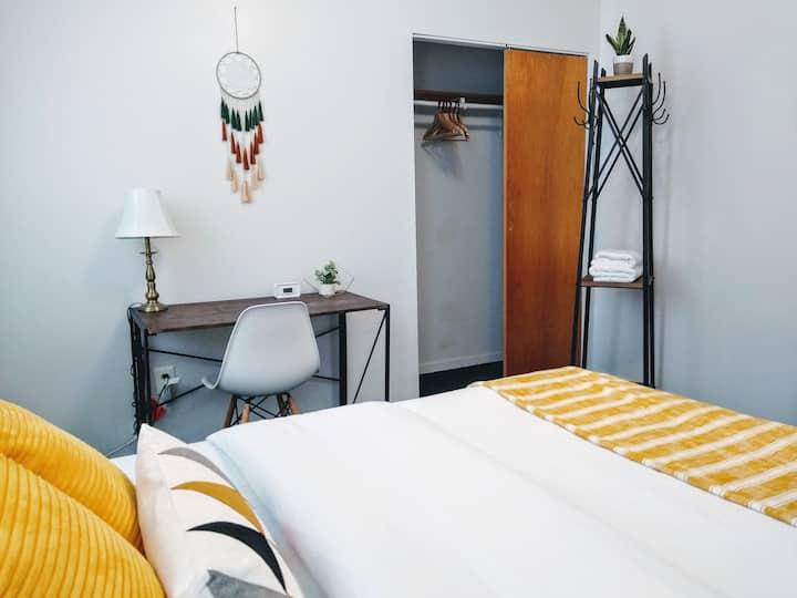 Cozy and Bright- Private Room!