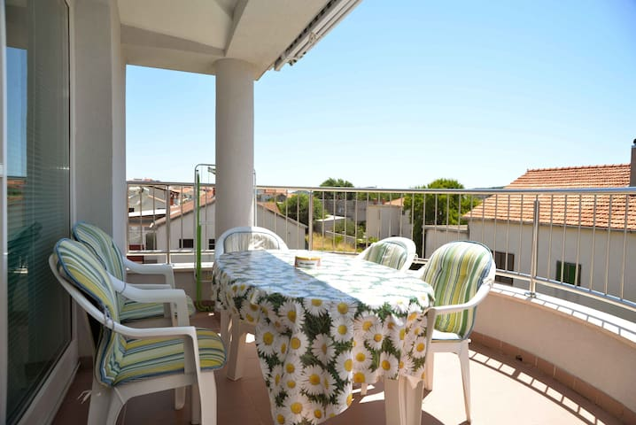 Divna- One Bedroom Apartment with Balcony (Green)