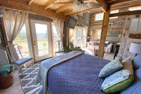 ★ Escape to the Country! Cozy Retreat with Views!