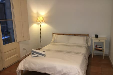 Double Room in Old City + Option to private meals - Barcelona