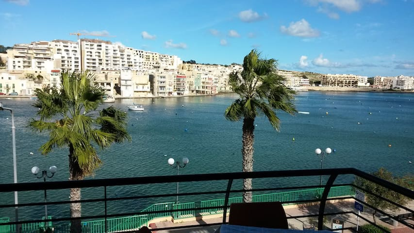 Seafront Apartment - amazing view - Wied il-Għajn - Apartamento
