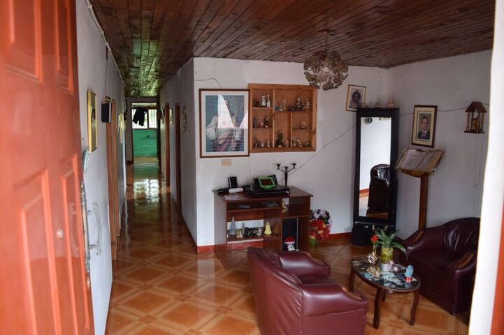 Alojamiento en Ambiente Familiar, al Mejor Precio - Jardín