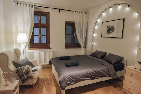 ⍟ A cozy room in 600 year old building - Praha