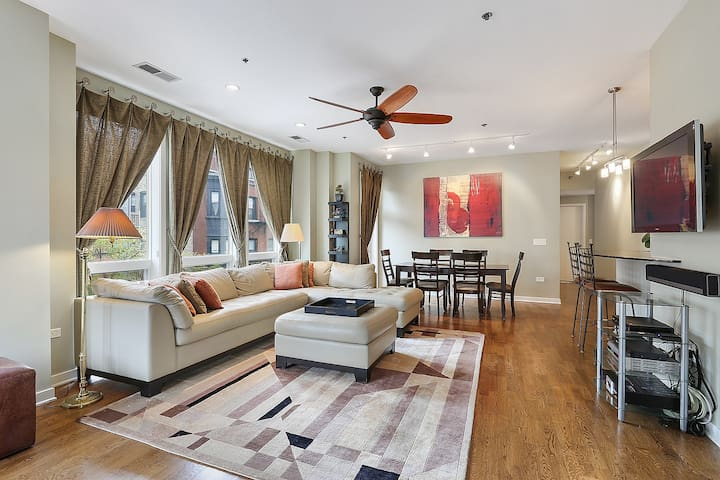 By the Park 2bd 3ba Lincoln Park, Chicago