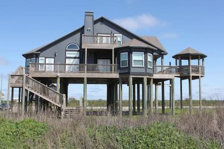 *NO GUEST SERVICE FEE* Emerald Isle ( 3 Bedroom Home )